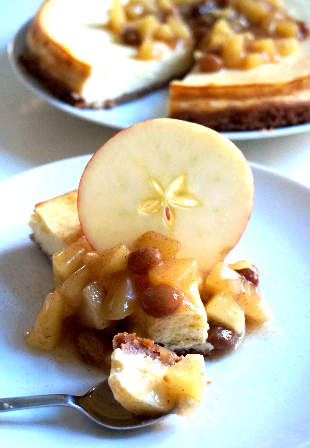 rezept-backen-cheesecake-bratapfelsoße-zimt