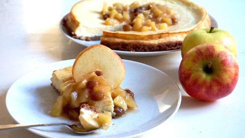 Herbstlicher Cheesecake mit Bratapfelsoße